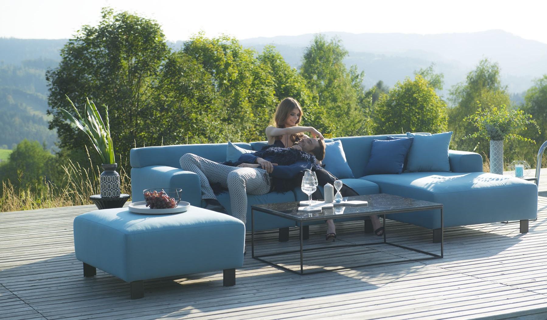 Trendy :: Eleganckie przyjęcie w ogrodzie? Postaw na meble indoor-outdoor oraz dodatki
